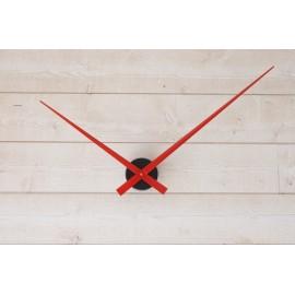 Horloge géante minimaliste avec aiguilles rouges